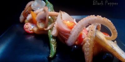 Итальянский салат с осьминогом и картошкой