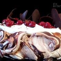 Торт Павлова с вишней и шоколадом