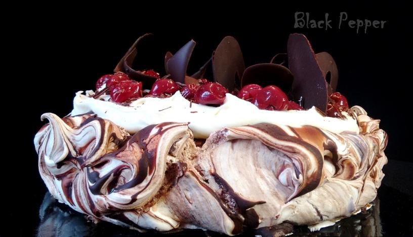 Торт Павлова с шоколадом и вишней