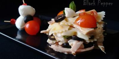 Итальянский салат из пасты с моцареллой