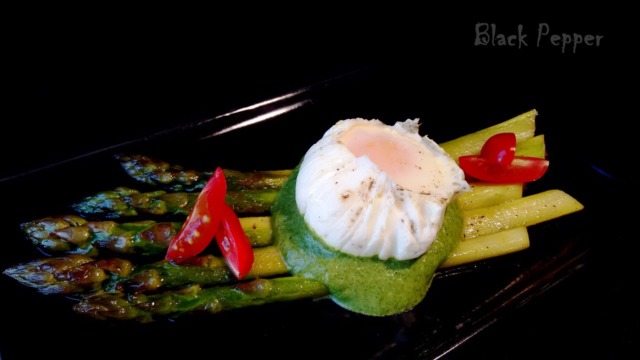 Asparagus with Poached Eggs & Spinach Sauce