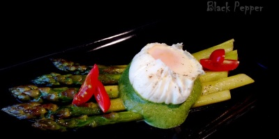 Спаржа и яйца пашот
