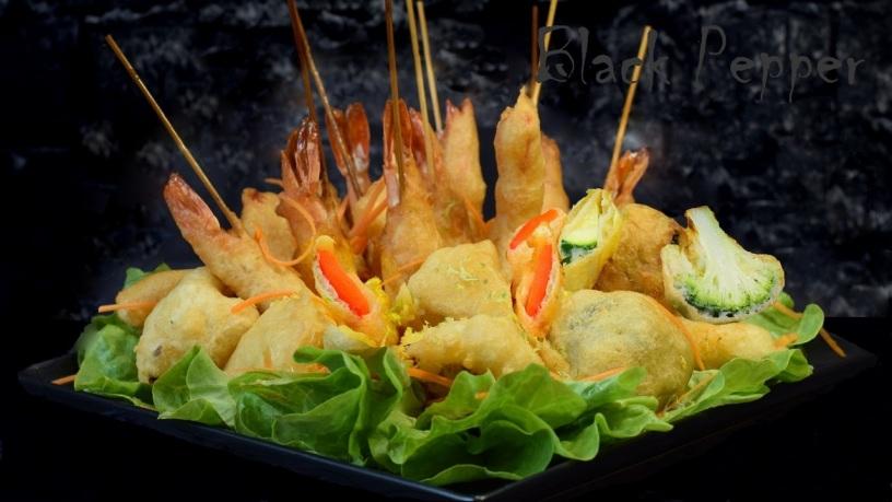 Креветки и овощи в кляре