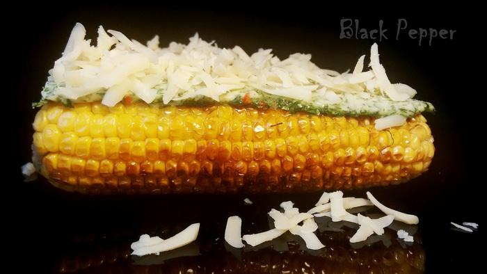 Жареная кукуруза с сыром и пряным маслом