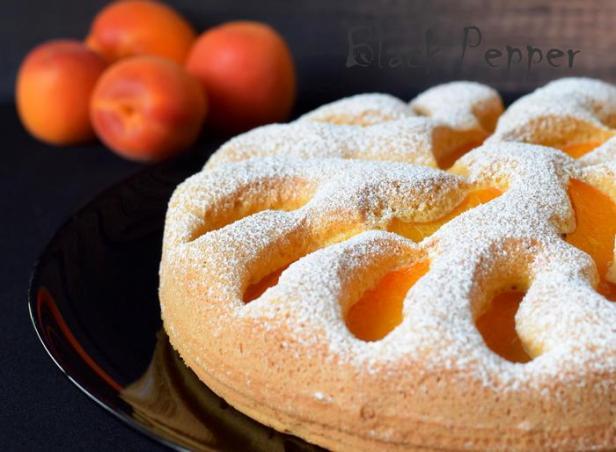 Пирог с абрикосами и миндальным орехом