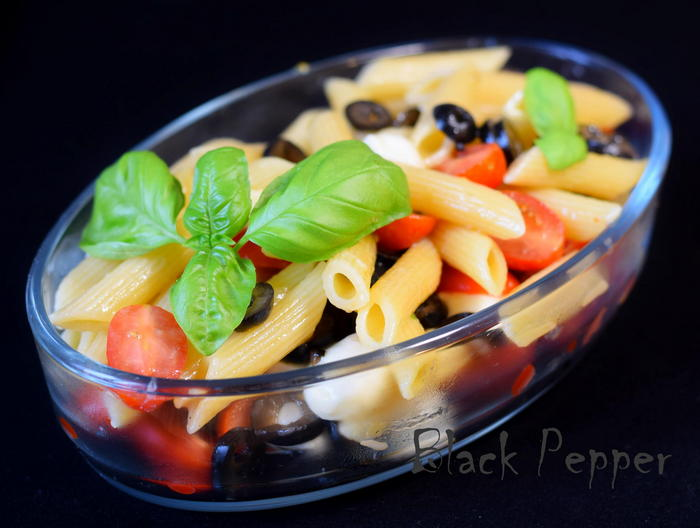 Italian warm salad with pasta, tomatoes, mozzarella and basil
