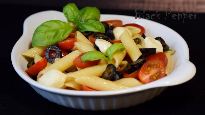 Теплый салат Капрезе с пастой