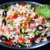 Салат с рисом, ветчиной и сыром