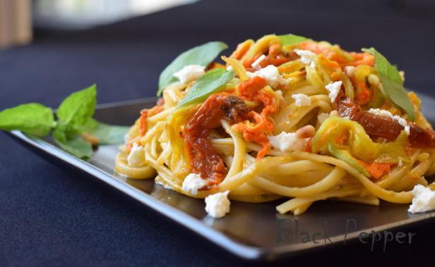 Спагетти с цветами цукини