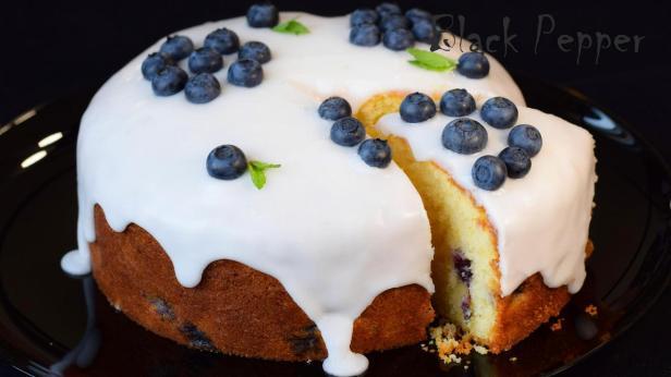 Пирог с черникой и лимонной глазурью