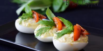 Фаршированные яйца с сыром и анчоусами