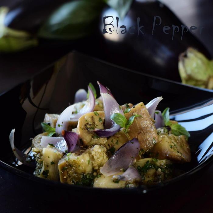 Салат с баклажанами и луком