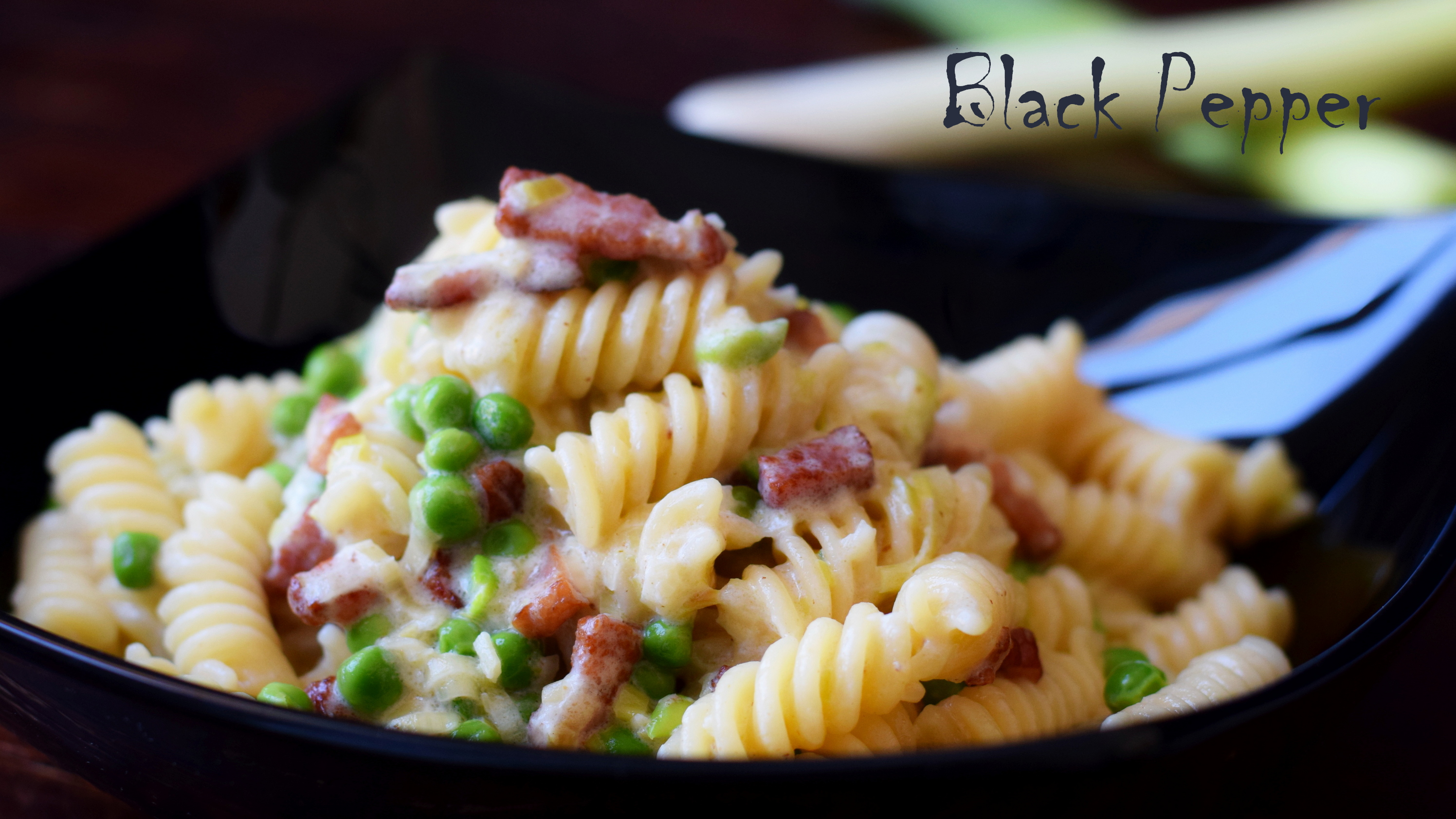 Creamy Pasta with Leeks, Peas and Bacon