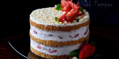 Торт с клубникой и фисташками