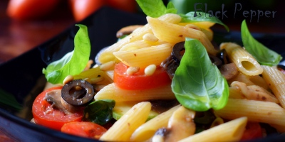 Паста с помидорами, грибами и цуккини