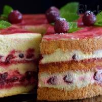 Торт с вишней и сметанным кремом Пломбир
