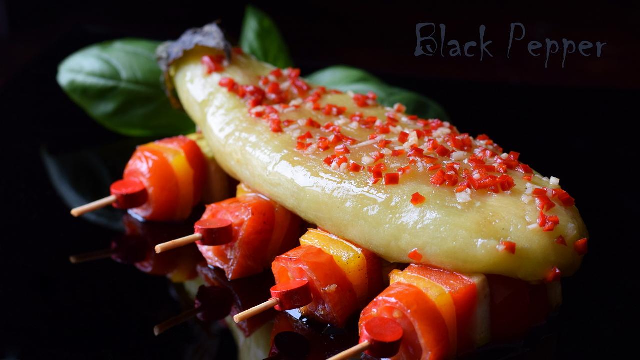 Жареные баклажаны под острым соусом с чесноком
