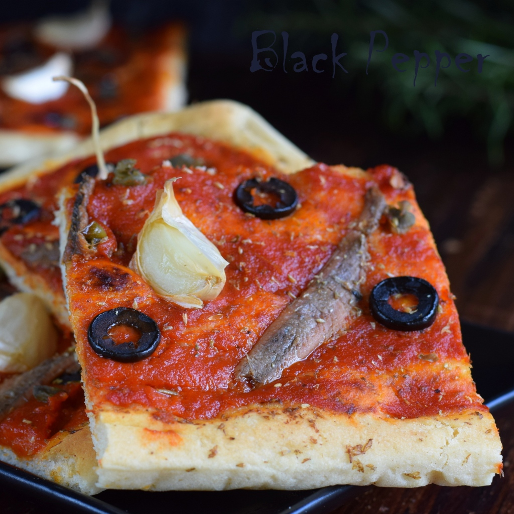 пицца с анчоусами и томатами